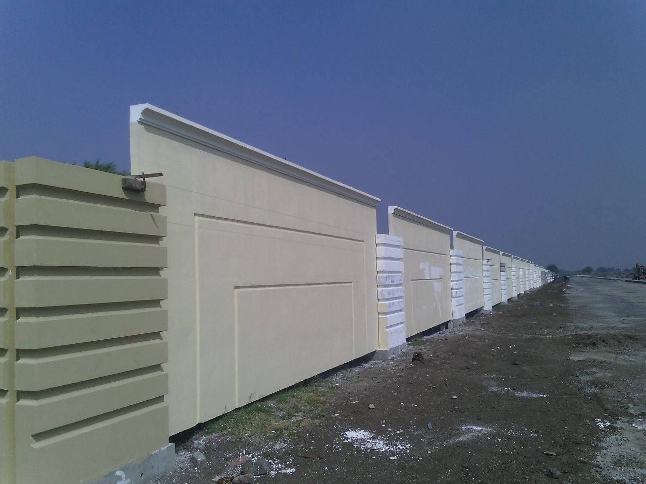 Precast Compound Wall : Precast wall panels india infrastructures pvt ltd